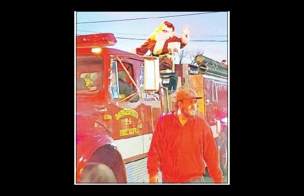 Santa visits children after Daingerfield Christmas Parade