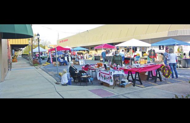 Holidays on the Square proceeds, despite pandemic